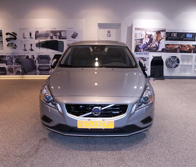 New S60 R-Design (Electric Silver Metallic)