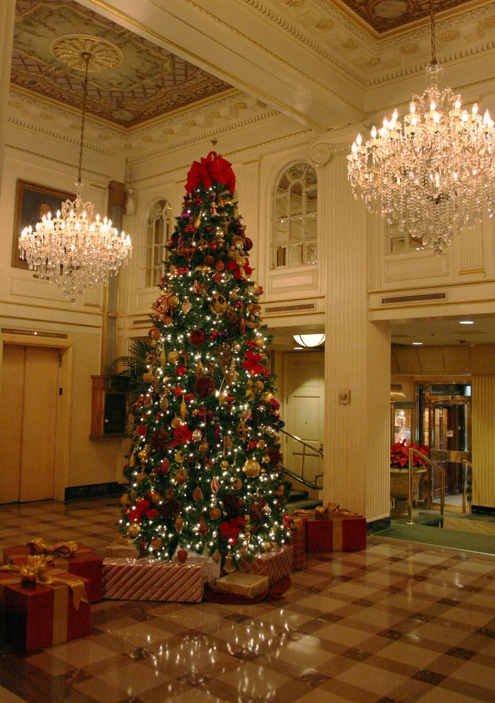 IMG_0723 Hotel Monteleone Christmas lobby
