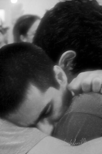 Simples, me abrace.