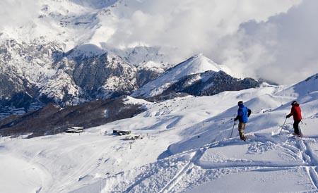 Dos esquiadores en Formigal