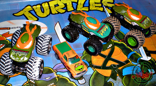 """ Hot Wheels "" Monster Jam ' Teenage Mutant Ninja Turtles ' 1:64 Monster Trucks - Michelangelo {  MUD TRUCKS tire treads & HOLIDAY EDITION } ii / with Racing Champions ""Street Wheels"" diecast 1:64 scale - 'Teenage Mutant Ninja Turtles' 5 pack :: 1996 Dodge"