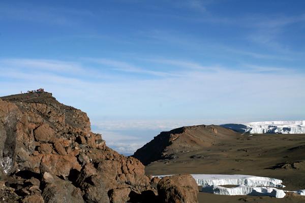 6684824539 9d33162228 z El equipo YokmoK hace cumbre en el Kilimanjaro
