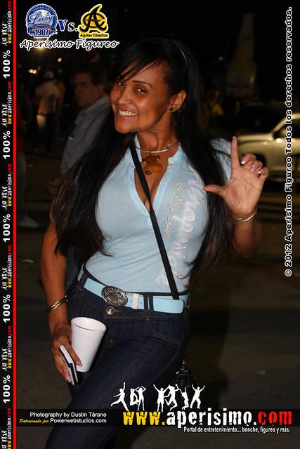 Ana Acosta una chica sexy 100 % liceista hasta la muerte