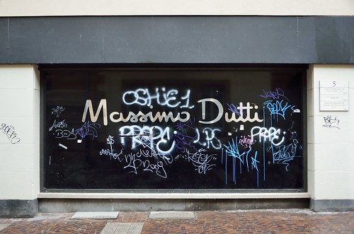 Massimo Dutti and graffiti