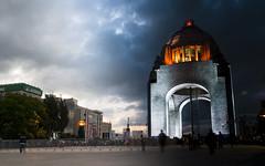 Del Día a la Noche: Monumento a la Revolución / Day and Night