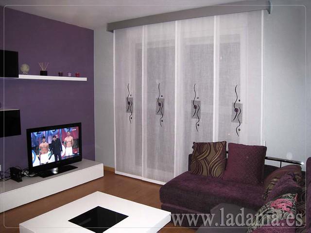 Decoraci n para salones modernos cortinas paneles japone for Cortinas ollaos para salon