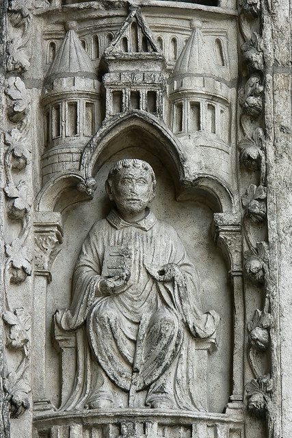 mediaeval sculpture Gothic chartres abbot