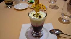 Copita de gatzatua con helado de mandarina y culis de arándanos de Múxica