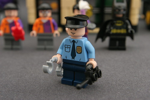 6864 The Batmobile and the Two-Face Chase - Security Guard
