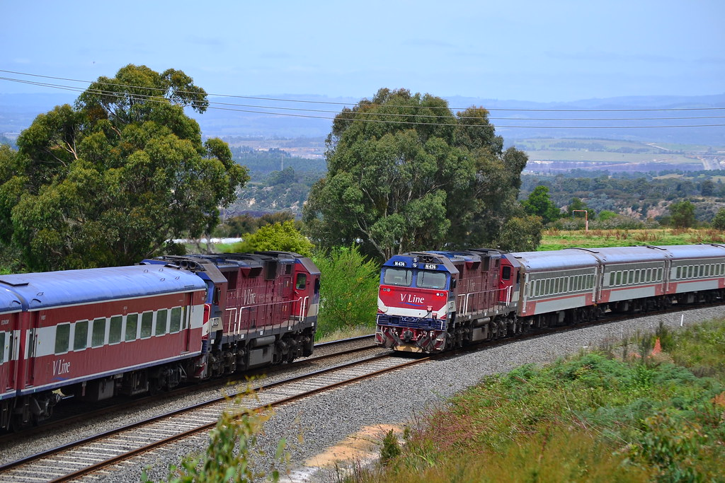 Passenger locomotives meet by Jarle