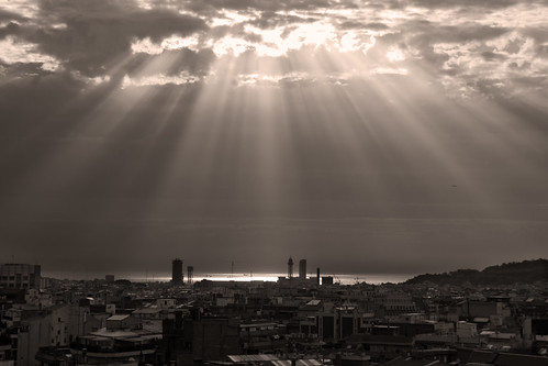 Sunrays over Barcelona by feradz