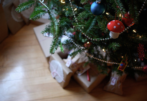 gifts and tree3-0100