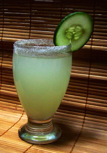agua de pepino-cucumber limeade