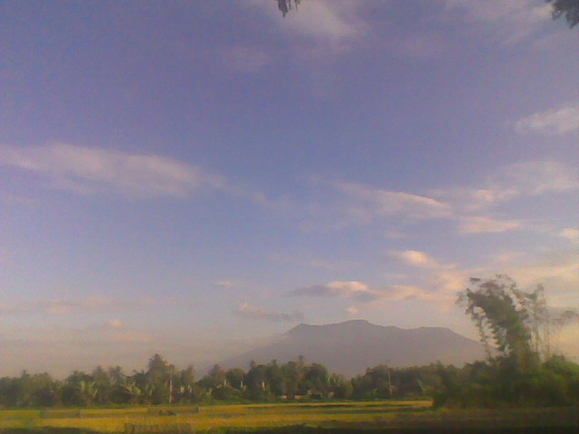 #gunungmerapi kalo tampak depan rumah aye
