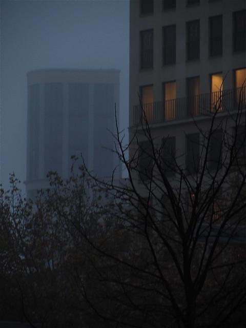 Niebla en la Plaza Aragón