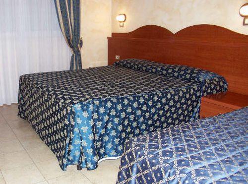 """Una camera dell'Hotel """"Nuova Campagnola"""" a Laghetto di Monte Compatri"""