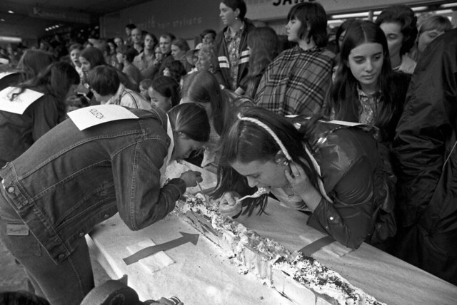Banana split eating contest, Dorchester