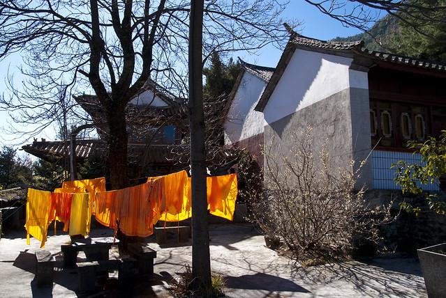 Buddhist laundry - lessive bouddhiste