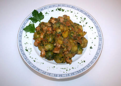 34 - Rosenkohl-Kassler-Pfanne mit Steinpilzen / Brussels sprouts smoked pork stew with yellow boletus  - Serviert by JaBB