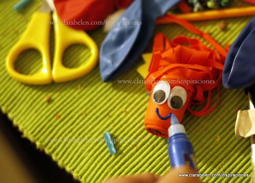 Manualidades para niños: decorar lápices con globos