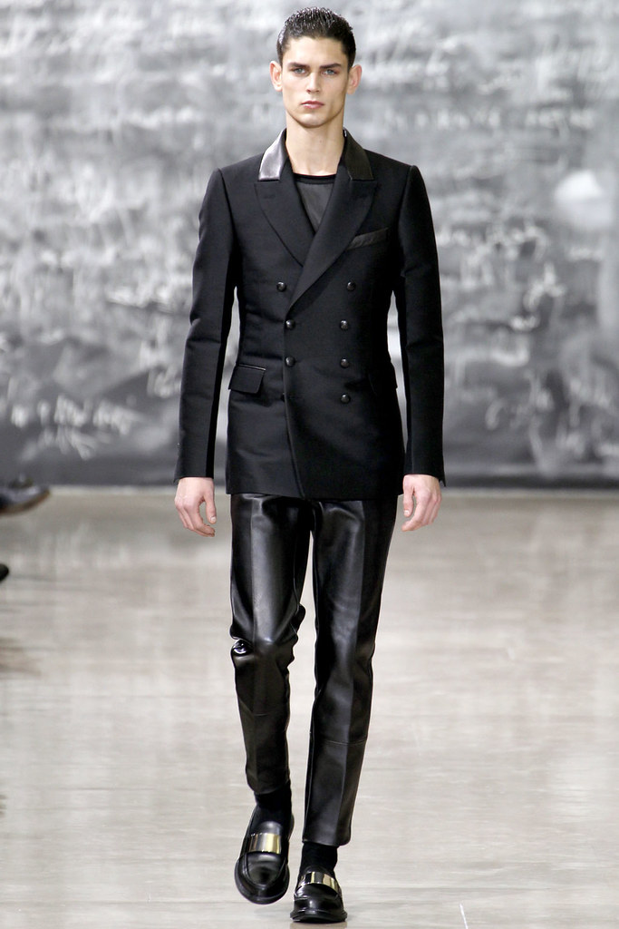 FW12 Paris Yves Saint Laurent002_Arthur Gosse(VOGUE)