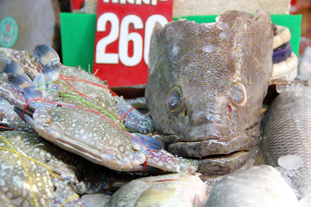 Get Your Seafood at Samrong Market