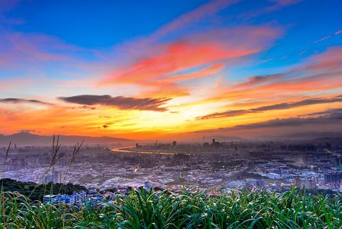 sky clouds sunrise outdoors dawn scenery taiwan 台灣 天空 日出 shulin 火燒雲 大同山 晨彩 樹林區 datunmountain newtaipei 新北市 青龍嶺觀景台