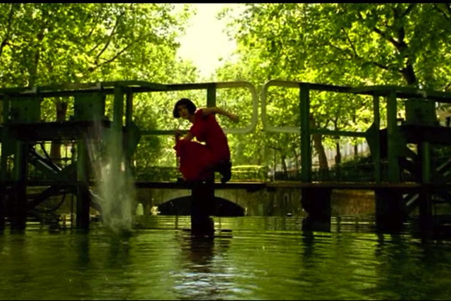 amelie skipping Fictional Fashion Icon: Amélie Poulain 1