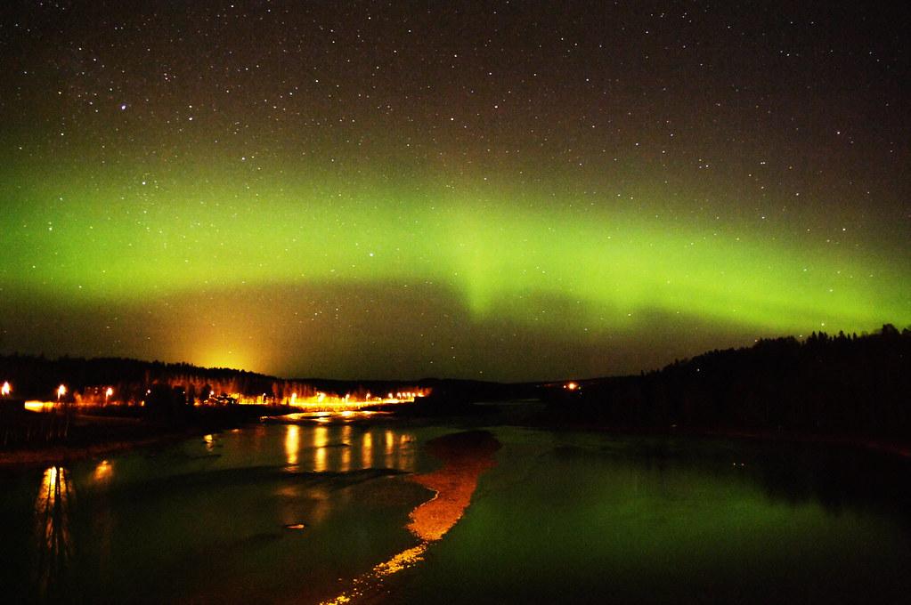 極光、星軌、水--瘋子攝影師的獨自夜衝