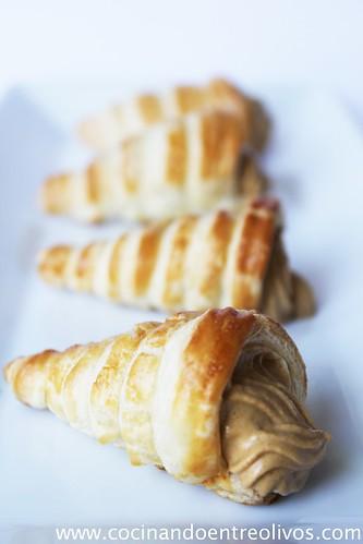 Cornetes de hojaldre rellenos de paté de mejillones (17)