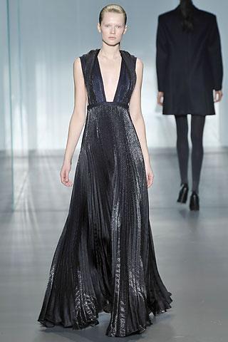 Calvin-Klein-vestido-escotado