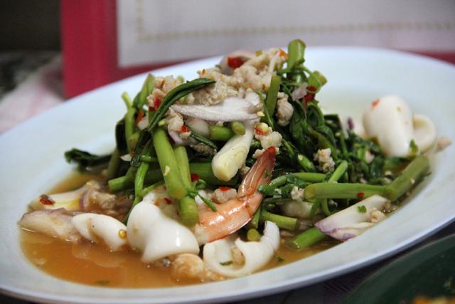 Yam Pak Gachet (ยำผักกะเฉด)