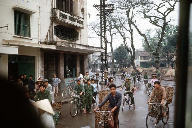 Hà Nội 1973 - A view of a downtown street.