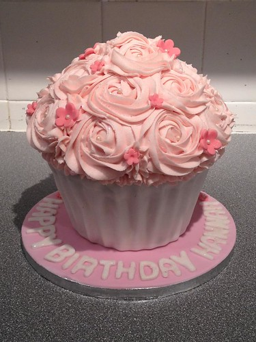 Birthday Cake Ideas With Cupcakes : Spotlight on giant cupcake cakes