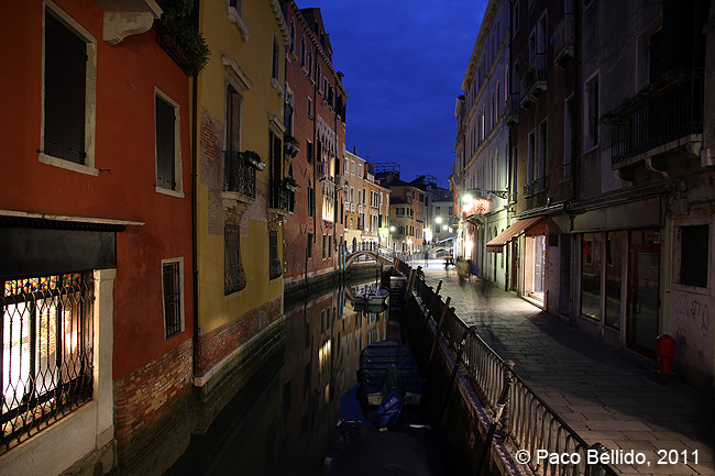 Un canal por la noche. © Paco Bellido, 2011