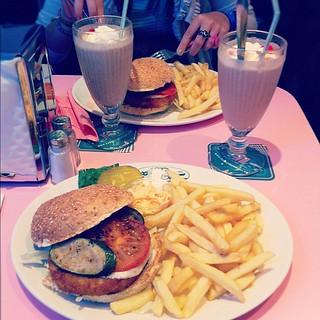 {110826} Diner Paris :)
