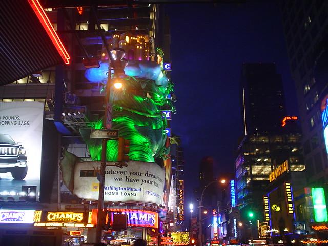 Foto vista de Times Square por la noche en Nueva York EE.UU.