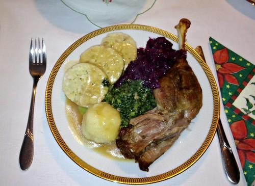 Gänsebraten mit Knödeln, Grün- & Rotkohl
