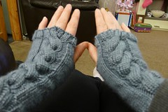 Cwtchy Cable Armwarmers