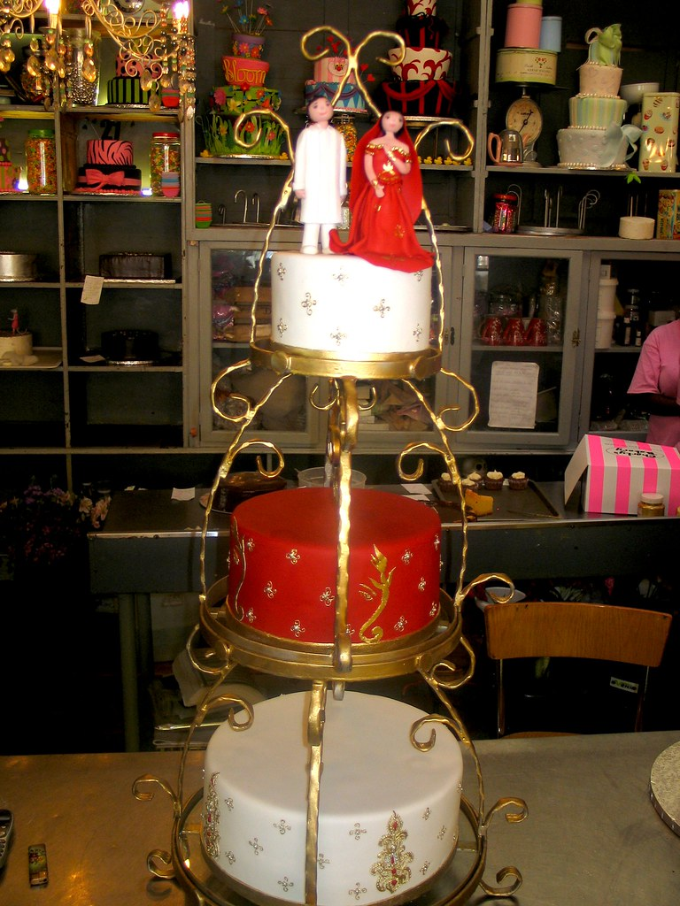 3 Tier Red White Gold Wedding Cake With Piped Bindi Des Flickr