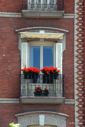 Un balcón florido en la Plaza del Castillo