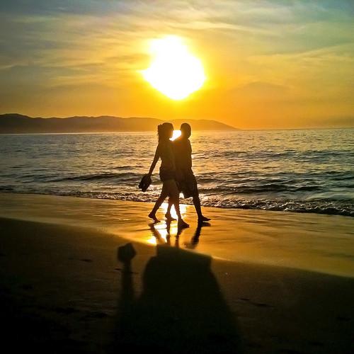 ocean sunset reflection beach de mexico puerto sand couple jalisco bahia vallarta puertovallarta banderas goldenhour zonaromantica losmuertosbeach utehagen uteart blinkagain bestofblinkwinners puertovallartabahiadebanderasjalisco