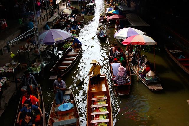 Damnoen-Saduak-Thai-floating-market-Ratchaburi-Thailand (51)