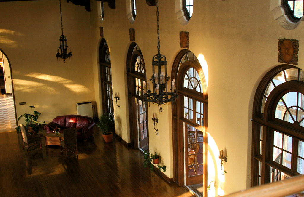 Gallatin Gateway Inn Interior