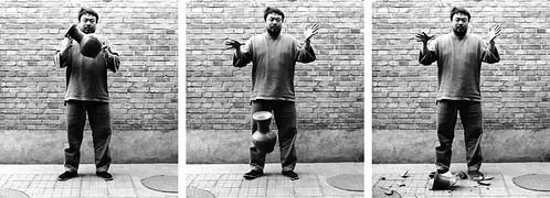 03-Ai-Weiwei-dropping-hanvase3