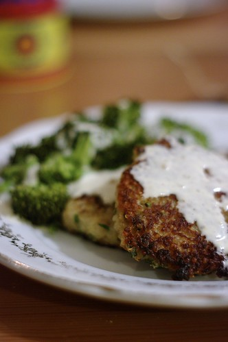 Quinoa Cakes With Roasted Garlic and Lemon Aioli