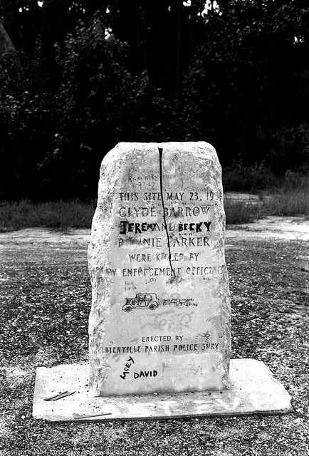 Bonnie and Clyde's grave in Gibsland LA | Flickr - Photo ...
