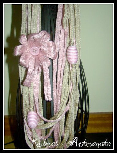 Colar Lã creme e rosa velho by kideias - Artesanato