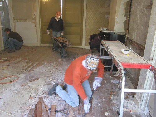 Pieter, Guido and Tom busy with the wooden floor..
