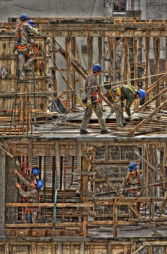 Obreros trabajanso by IvanPawluk2